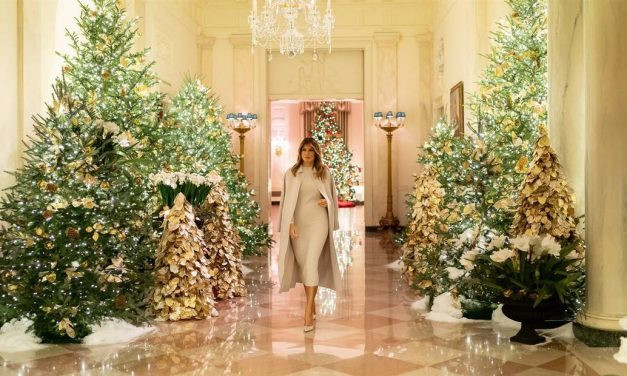 On the Way Out, Melania Seeks Distance from the Rest of the Family
